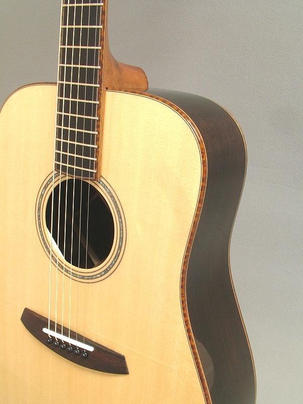 snakewood%20binding%20top-Guitar-Luthier-LuthierDB-Image-11